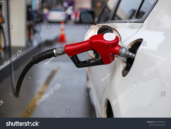 201112105915stock_photo_car_refueling_on_the_petrol_station_1664570722.jpg