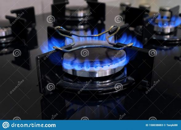 210218103815gas_stove_kitchen_close_up_gas_stove_kitchen_close_up_black_hob_gas_concept_saving_gas_increasing_158038883.jpg